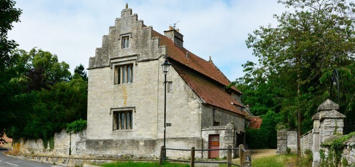 ellys-manor-house-about-us